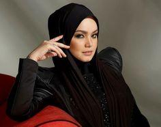 More Hackers Targeting Mobile Phones To Get Bank Info: Survey Siti Nurhaliza, Scarf Design, Headgear, Solid Gold, Celebs, Pretty, Beauty, Beautiful, Tanda Tanya