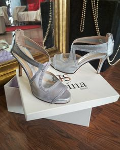 Ασημί νυφικά χειροποίητα πέδιλα Divina με χαμηλό τακούνι Bridal Sandals, Low Heels, Wedding, Shoes, Fashion, Valentines Day Weddings, Moda, Zapatos, Shoes Outlet