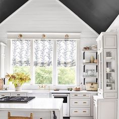 I write about The Drama of Black in my latest blog post.  This @countrylivingmag kitchen is one of my new favourites kitchens.  I love what that black ceiling does to the space! Head to my blog to have a read about what a dramatic look black can be for both your rooms and your wardrobe.