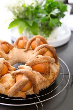 Casatiello o Tortano napoletano.  A typical Easter Italian dish. Yummy :-)
