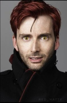 David Tennant with eyes like Crowley from Good Omens David Tennant Doctor Who, David Tennant Wife, David Tennant Harry Potter, David Tennant Tumblr, David Tennant Kilgrave, Matt Smith Doctor Who, Good Omens Book, Michael Sheen, Doctor Who Quotes