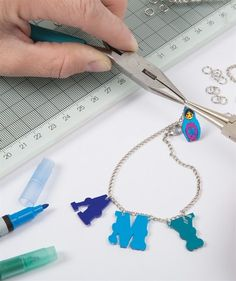 Here's a quick tutorial on using Papermania Shrink Plastic to make a cool Shrink Plastic Bracelet.