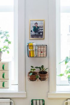 Second Lives 10 Surprising New Uses For Old Baskets Ready To Revamp Your Storage Thinking Of Creating Unique Furniture Or Open Shelving That 39 S Renter Friendly Try These 10 Surprising New Uses For Old Baskets For An Organic Yet Modern Style Overhaul Home Decor Baskets, Diy Home Decor, Room Decor, Wall Decor, Old Baskets, Wire Baskets, Picnic Baskets, Hanging Baskets, Hanging Planters