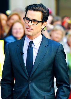 Matt Bomer is one of the leading contenders to land the role of Christian Grey in 50 Shades of Grey Matt Bomer White Collar, Neal Caffrey, My Sun And Stars, Ray Ban Outlet, Herren Outfit, Hommes Sexy, Christian Grey, Men's Grooming, Perfect Man