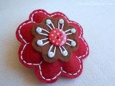i ManuFatti: tutorials Felt Crafts Patterns, Bijoux Diy, Felt Hearts, Wool Felt, Goodies, Christmas Ornaments, Sewing, Handmade, Tutorials