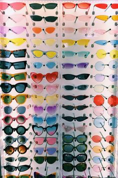 """A VSCO lady is someone whose way of life matches the looks of the VSCO app. Merriam-Webster defines the """"VSCO woman"""" as . Hipster Kunst, Lunette Style, Cute Sunglasses, Sunnies, Vintage Sunglasses, Cat Eye Sunglasses, 80s Aesthetic, Aesthetic Vintage, Aesthetic Editor"""