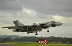 Vulcan landing at Yeovilton 2011 V Force, Us Air Force, Royal Air Force, Air Force Aircraft, Navy Aircraft, Military Jets, Military Aircraft, Jet Aviation, Avro Vulcan