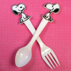 What's for supper, Snoopy? Give your meal a bit of pizazz with Snoopy vintage forks and spoons. Buy them in our shop at CollectPeanuts.com.