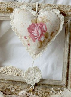 Crochet Heart Sachet Beautiful 54 Ideas For 2019 Crochet Motif, Crochet Patterns, Crochet Trim, Crochet Flower, Valentine Crafts, Valentines, Crochet Projects, Sewing Projects, Shabby Chic Hearts
