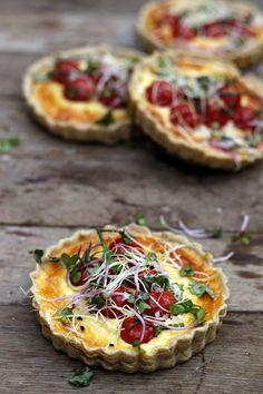 Tomato tarts with goat cheese and pecorino