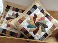 Ideas Patchwork Quilt Diy Free Pattern For 2019 Patchwork Cushion, Patchwork Patterns, Quilted Pillow, Quilt Block Patterns, Quilt Blocks, Patch Quilt, Applique Quilts, Mini Quilts, Small Quilts