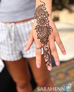 Pretty Henna Designs, Peacock Mehndi Designs, Indian Mehndi Designs, Mehndi Designs For Beginners, Mehndi Design Photos, Wedding Mehndi Designs, Mehndi Designs For Fingers, Beautiful Mehndi Design, Simple Mehndi Designs