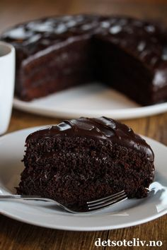 Classic Devil's Food Cake | Det søte liv Cupcake Cakes, Devil's Food Cake, Cupcakes, Devils Food, Let Them Eat Cake, How To Make Cake, Yummy Cakes, Baking Recipes, Kitchen