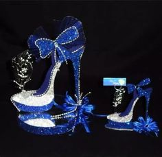 Discover thousands of images about Wine Glass Center Piece - AirBrush Design Butterfly Centerpieces, Birthday Centerpieces, Flower Shoes, My Flower, 50th Birthday Party, Mom Birthday, High Heel Cakes, Denim Party, Diamond Party