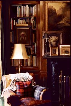 A very cozy sitting room or library.