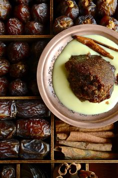 The best spiced Cape Brandy Pudding aka Tipsy Tart - A traditional South African baked pudding with sticky dates, pecans and cinnamon-vanilla brandy sauce. Tart Recipes, Pudding Recipes, Dessert Recipes, Malva Pudding, Pudding Cake, Brandy Sauce, Peppermint Crisp, Pecan Nuts, Sticky Toffee