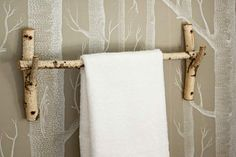 Ways to Give Your Home a Personal Stamp Inspired by their tree-themed wallpaper, these homeowners cut birch branches, sanded the edges, and fashioned them into a towel bar—and a matching handle for the plunger. Tree Themed Wallpaper, Diy Door Knobs, Small Bathroom Organization, Bathroom Hacks, Diy Casa, Towel Hanger, Towel Rod, Towel Bars, Branch Decor