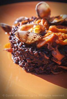 cuore di sedano: Sformatini di riso venere con calamaretti e vongole veraci in salsa