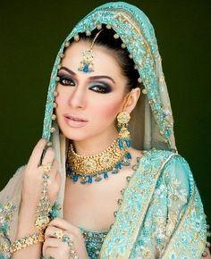 Pakistan bridal make-up. Bride Makeup, Wedding Makeup, Pakistan Bridal, Blaues Make-up, Beautiful Indian Brides, Beautiful Saree, Pakistani Bridal Makeup, Bollywood, Asian Bridal