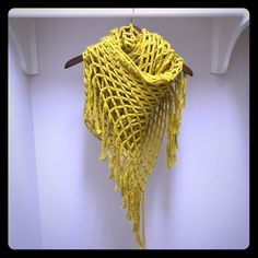 Gold about owe Cable Knit Scarf Beautiful unique cable knit scarf. Super soft material! Worn a handful of times. Boutique Accessories Scarves & Wraps