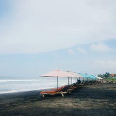 Black sand beach life. Also got my first ever sunburn  . . . #DaisybutterInBali #petitejoys #thehappynow #liveauthentic #livethelittlethings #mytinyatlas #passionpassport #wanderlust #bali #indonesia #livethelittlethings #abmtravelbug