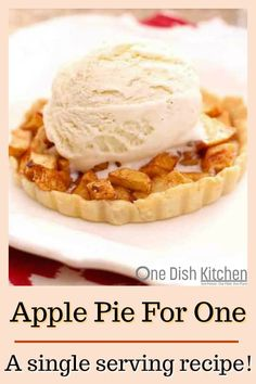Apple Pie Recipe For One, A Classic Recipe For Homemade Apple Pie Made With A Flaky Crust And Sweet Juicy Apples. This Single Serving Pie Recipe Provides You With A Great Apple Pie Dessert Without The Leftovers. One Dish Kitchen Single Serve Desserts, Single Serving Recipes, Köstliche Desserts, Delicious Desserts, Dessert Recipes, Single Serve Meals, Apple Pie Recipe Easy, Homemade Apple Pies, Apple Pie Recipes