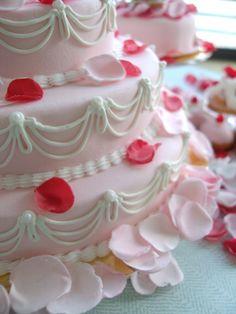 Ladurée cake with petals
