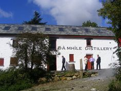 Dà Mhìle Distillery makes high-quality organic artisanal gin, whisky and liquors in Southwest Wales. Le Gin, Gin Tasting, Distillery, 17th Century, Tours, Gallery, Beautiful, Wales, Celtic