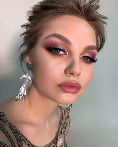 21 Simple Wedding Makeup Ideas ❤ simple wedding makeup for gentle brides with pink and gols eyeshadows and long lashes elena_sanko_make_up makeup augen hochzeit ideas tips makeup Simple Wedding Makeup, Best Wedding Makeup, Natural Wedding Makeup, Simple Makeup, Bridal Makeup, Natural Makeup, Bridal Beauty, Rose Gold Makeup, Pink Makeup