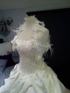 Robe de mariée jamais portée en taffeta dentelle et plume