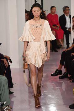 Chloé Spring 2018 Ready-to-Wear Collection Photos - Vogue