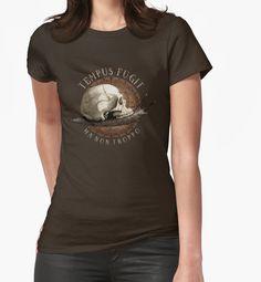 """Camisetas entalladas para mujer """"Tempus Fugit (ma non troppo)"""" de pepetto   Redbubble"""