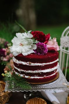 12 decadent and delicious red velvet wedding cakes you and your guests will love. Velvet Cake, Bolo Red Velvet, Red Velvet Birthday Cake, Red Velvet Wedding Cake, Purple Wedding, Gold Wedding, Wedding Bells, Floral Wedding, Wedding Cake Rustic