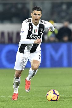 Cristiano Ronaldo of Juventus during the Serie A match between Fiorentina and Juventus at Stadio Artemio Franchi, Florence, Italy on 1 December (Photo by Giuseppe Maffia/NurPhoto via Getty Images) Cristiano Ronaldo 7, Cristiano Ronaldo Wallpapers, Ronaldo Jersey, Ronaldo Football, Ronaldo Free Kick, Cr7 Junior, Messi Photos, Juventus Fc, Sports Stars