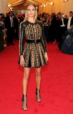En un vestido de Balmain, para la alfombra roja de 'Charles James: Beyond Fashion' Costume Institute Gala en Nueva York. - Getty Images
