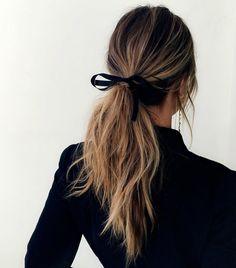Coiffure simple avec un ruban dans les cheveux - New Hair Styles Hair Day, New Hair, Your Hair, Pretty Hairstyles, Easy Hairstyles, Hairstyles 2018, Hairstyle Ideas, Evening Hairstyles, Teenage Hairstyles