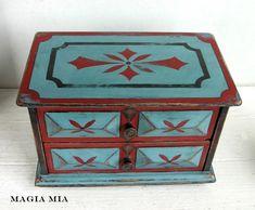 Magia Mia: Aqua & Red, Baby!........Chalk Paint Makeover