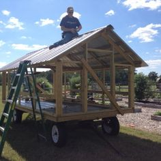 Mobile Chicken Coop with gate-like floor to allow poo to drop and fertilize the grass underneath. I've seen a simpler trailer with a hoop house design and roosting risers. Chicken Coop On Wheels, Mobile Chicken Coop, Chicken Coop Pallets, Portable Chicken Coop, Chicken Coup, Chicken Feeders, Chicken Tractors, Chicken Runs, Diy Chicken Coop