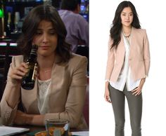 Cobie Smulders as Robin Scherbatsky wore this collarless single button blazer in How I Met Your Mother episode 8.21 HELMUT by Helmut Lang Linen Slub Twill Blazer in Sand Dune http://himymstyle.com/post/51395375895/cobie-smulders-as-robin-scherbatsky-wore-this