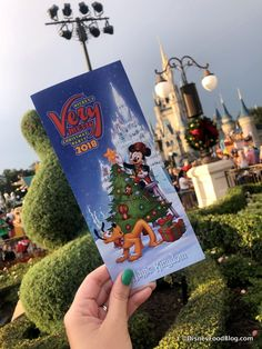 News! Tonys Most Merriest Town Square Party Will Return to Mickeys Very Merry Christmas Party in Magic Kingdom! Holiday Wishes, Holiday Treats, Disney Very Merry Christmas, Disney Food, Walt Disney, Disney World Magic Kingdom, Disney Dining Plan, Mickey Party, Live