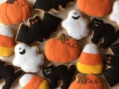 Excited to share the latest addition to my shop: Halloween Felt Ornaments Pattern Tutorial PDF / Halloween Ornaments DIY / DIY Halloween Decoration / Felt Cookies Pattern Tutorial Halloween Girlande, Adornos Halloween, Manualidades Halloween, Felt Halloween Ornaments, Halloween Crafts, Halloween Felt, Diy Ornaments, Halloween Cookies, Halloween Christmas
