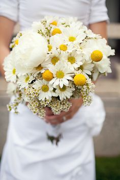 daisy bouquet with billy balls. perfect white and yellow inspiration. and a peony!