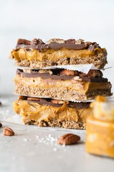 Caramel slices, but make them pumpkin spice! This is a variation of a classic chocolate millionaire's slice recipe. They are vegan and require no baking! This perfect pumpkin spice dessert is so… Vegan Baking Recipes, Vegan Desserts, Dessert Recipes, Healthier Desserts, Baked Pumpkin, Pumpkin Spice, Sugar Free No Bake Desserts, Vegan Caramel, Sans Gluten
