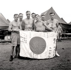 Liberated Canadian prisoners of war arrive in Manila, the Philippines, September 1945. LIBRARY AND ARCHIVES CANADA—PA137745