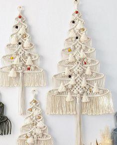Hanging Christmas Tree, Christmas Wall Hangings, Macrame Art, Macrame Design, Australia Crafts, Popular Crafts, Tree Wall Decor, Macrame Patterns, Diy And Crafts