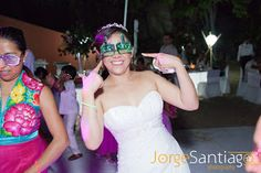 Lentes divertidos para tu boda en playa, por Bodas Huatulco