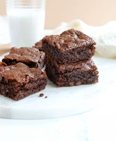 These are the best Almond Flour Brownies you'll ever make. All you need is 8 easy ingredients and one bowl to make these healthier gluten-free brownies. Paleo Dessert, Dessert Recipes, Gluten Free Sweets, Gluten Free Baking, Gluten And Dairy Free Desserts Easy, Healthy Baking, Healthy Desserts, Almond Flour Recipes, Almond Flour Baking