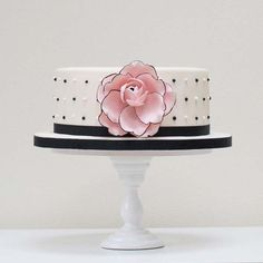 Beautiful Large Flower Single Tier Cake | Cakes with Flowers, Wedding Cakes | Beautiful Cake Pictures