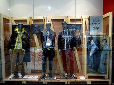 Vitrine Printemps 2017 - Celio | Photo: Beausoleil France #mode #fashion #bois #spring #vitrine #window #display #jeans