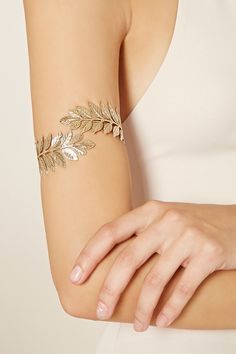 A high-polish arm bracelet featuring an etched leaf design. Prom Jewelry, Cuff Jewelry, Hand Jewelry, Body Jewelry, Jewelry Accessories, Fashion Accessories, Jewelry Design, Unique Jewelry, Prom Necklaces